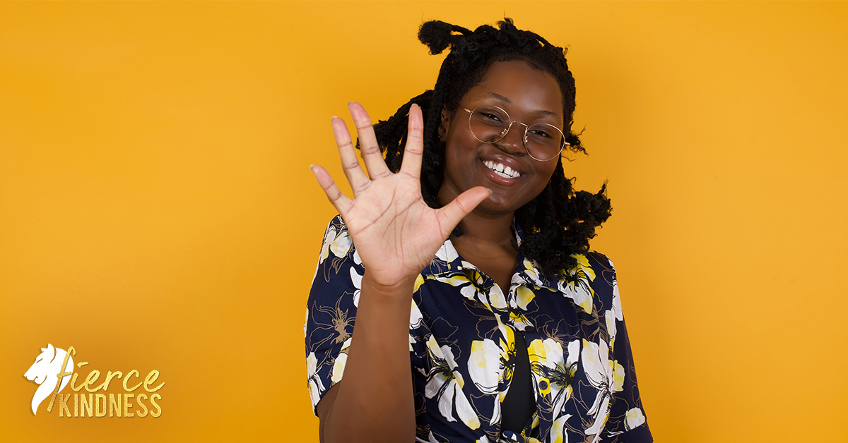 Easy Gratitude Exercise Woman Holding up 5 Fingers